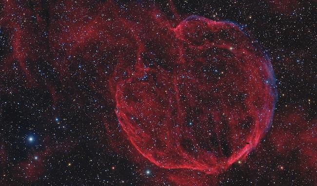 Puing-puing supernova yang terjadi 10000 tahun lalu dan meninggalkan pulsar berkecepatan tinggi. Kredit: Copyright Scott Rosen / NASA