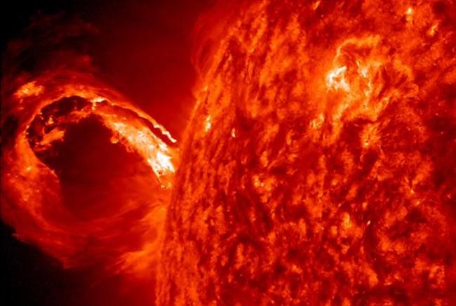 Suar Matahari. Kredit: NASA/SDO dan AIA, EVE, dan tim HMI)