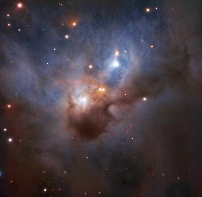 Kelelawar Kosmis, nebula yang menyembunyikan bintang-bintang muda di intinya. Kredit: ESO