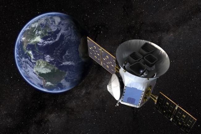 Ilustrasi Wahana TESS yang mencari planet kecil seukuran Bumi. Kredit: NASA Goddard Space Flight Center