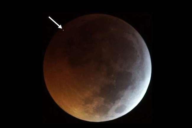 Tabrakan meteorit di Bulan. Kredit: J. M. Madiedo / MIDAS