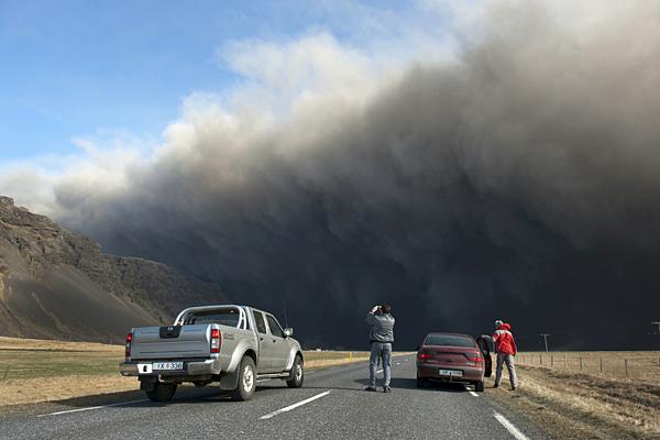 0418-Eyjafjallavo-kull-volcano-Iceland.jpg