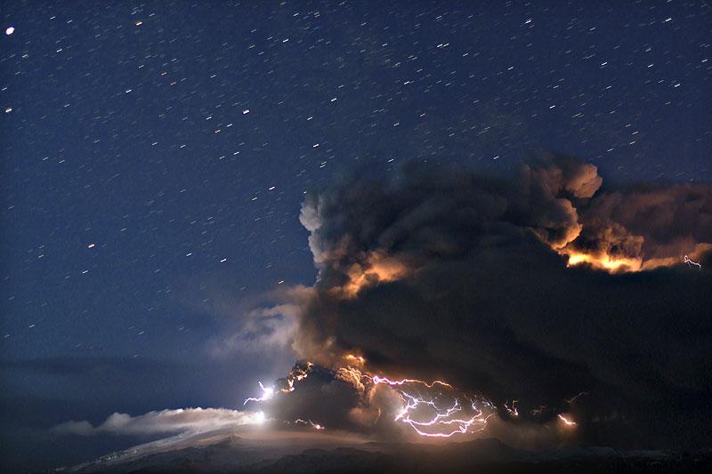 eyjafjallajokull-stars_over_eruption