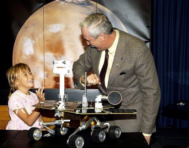Sofi com o administrador da NASA, Sean O'Keefe