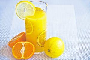 Citroen en sinaasappel om de dag te starten.