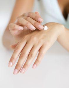 De huid herstellen met een crème vol etherische olie