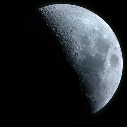 Луната сега е вече в нарастващата си фаза. 10