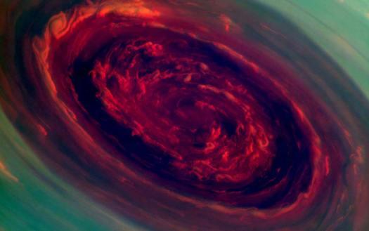 Satürn altıgeninin merkezindeki fırtınanın gözü.