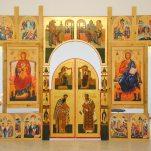 Установка иконостаса в храме подворья