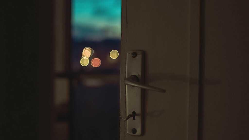 Захлопнулась дверь?!