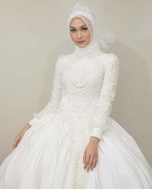 Découvrez les photos des plus belles robes de mariage pour femme voilé de  cette saison. Des Robes mariage chic élégantes et fashion.