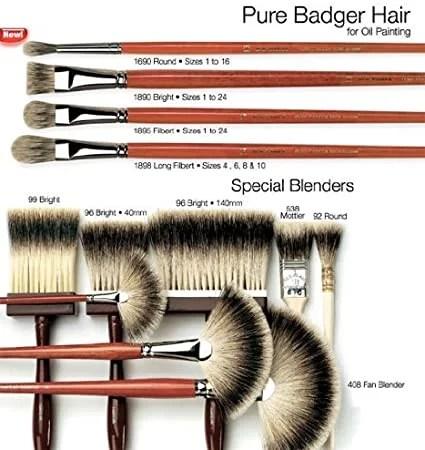 Différents pinceaux en poils de blaireaux.