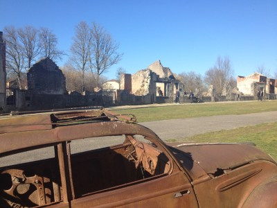 A rusted-out automobile on the champ de foire.