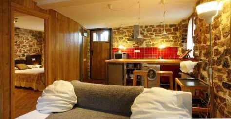 Cocina y Salón en Casa rural con jacuzzi Aguas del Sella