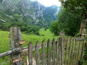 Una portilla en la praderia del Valle de Angón