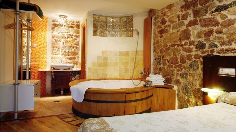 Jacuzzi en la habitación de casa rural en asturias