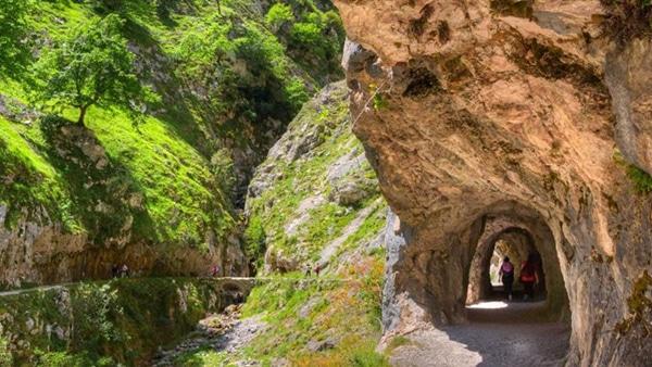 ruta del cares en asturias cuevas