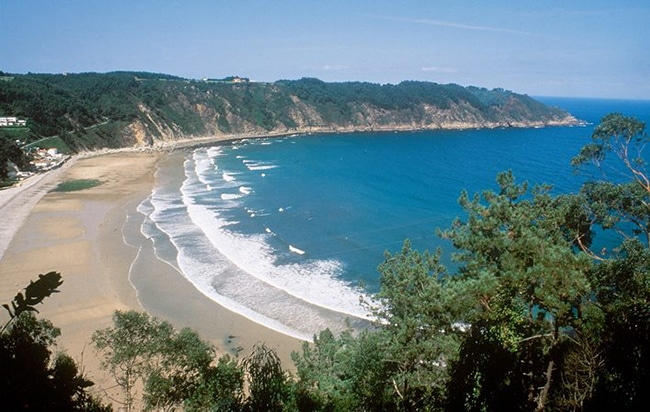 Mejores playas cerca de Cudillero playa de la Concha de Artedo