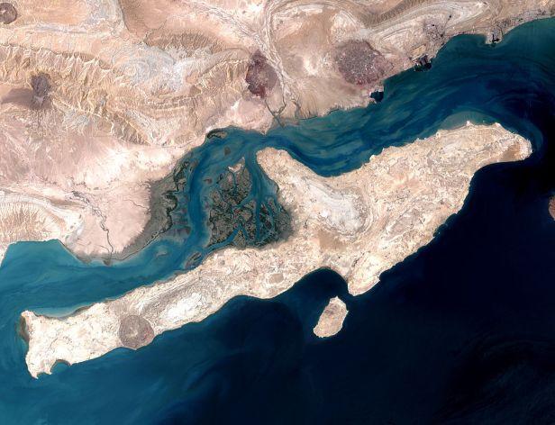 1002px-QeshmIsland_NASA.jpg
