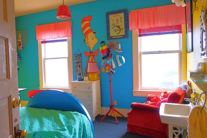 Sylvia Beach Hotel Dr. Seuss room