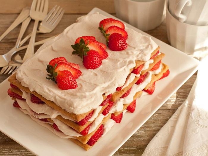 Fresh_Strawberry_Icecbox_Cake_HI_RES_950x712_72_RGB