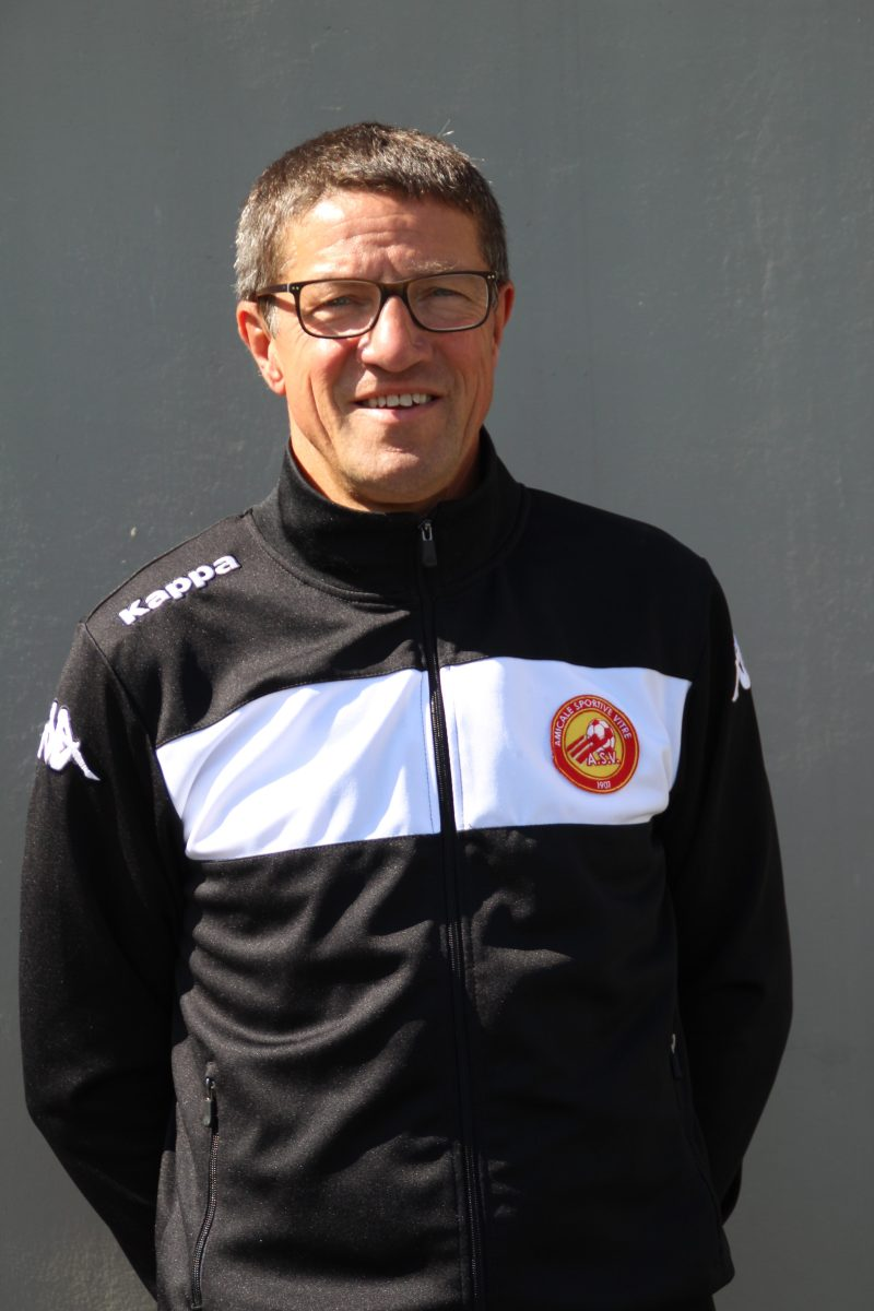 Dominique BRUNEAU Dirigeant