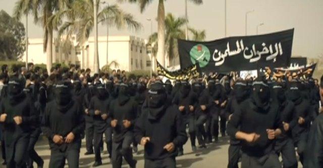 العرض العسكري لشباب الإخوان في جامعة الأزهر 2007