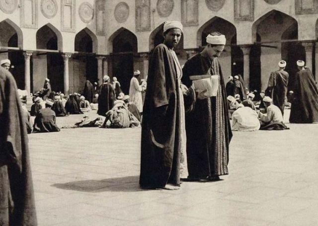 طلبة العلم في الأزهر الشريف عام 1929م