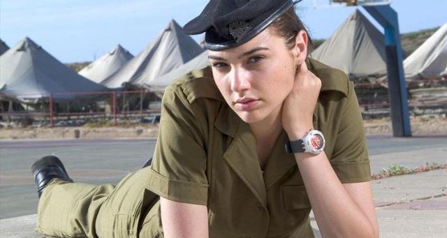 جال جادوت بالزي العسكري الإسرائيلي