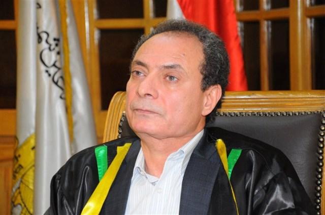 الدكتور الناقد حسين حمودة