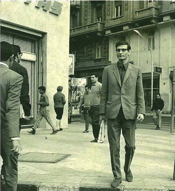 محمود درويش في شوارع القاهرة