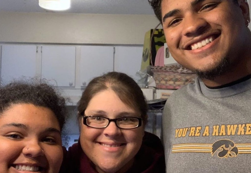 Iowa OL Tristan Wirfs Gives Mom Red Carpet Treatment Before Draft