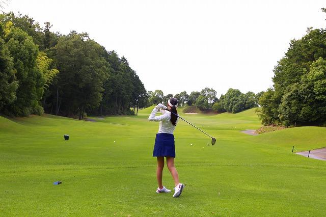 女子ゴルフ ティーショット