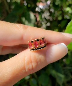 Piercing de pressão unitário Lado Esquerdo com micro zircônia Negra e Rosa Pink em banho de ouro 18k