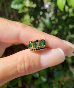 Piercing de pressão unitário Lado Esquerdo com micro zircônia Negra e Verde Esmeralda em banho de ouro 18k