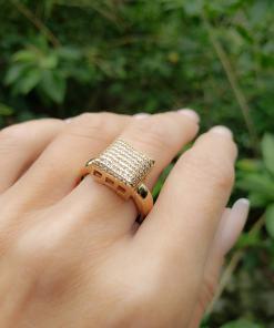 Anel luxo Quadrado G com micro zircônia branca em banho de ouro 18k