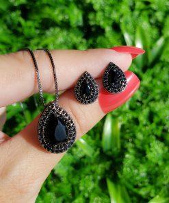 Conjunto brinco e colar gota com micro zircônia negra em banho de ródio negro