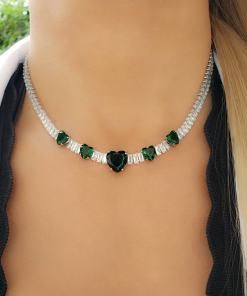 Colar 40cm Riviera com zircônia branca e Coração verde esmeralda em banho de ródio branco