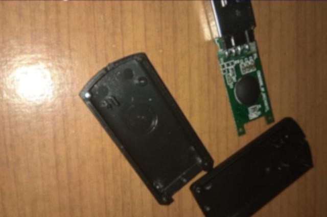 USB флаш памет 2GB с изградена с чип 1GB разглобена