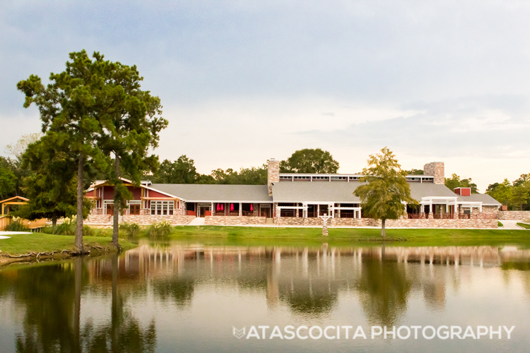 Atascocita Photography is proud to provide special wedding and event photography packages for events held at The Overlook Events venue in Atascocita, Texas.