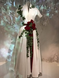 White Dior gown with red velvet ribbon and ivy