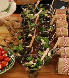 Small salads made in plastic cups