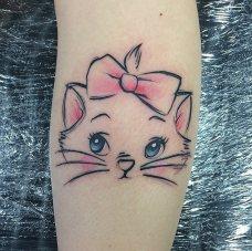 http://www.popsugar.com/beauty/photo-gallery/35506438/image/37817244/Aristo-Kitten