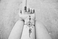 19 Amazing rose of winds tattoo