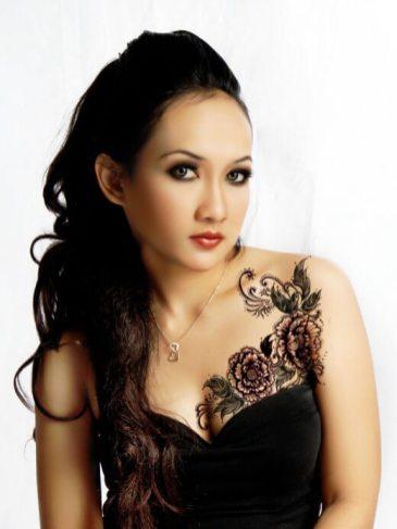 flowers tatoo on chest