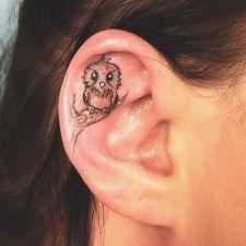 Small bird tattooed on ear https://pl.pinterest.com/pin/473933560770900750/