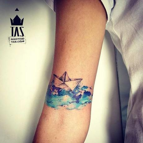 Boat travels on the blue sea. Instagram / rodrigotas. http://stylesweekly.com/tattoo/