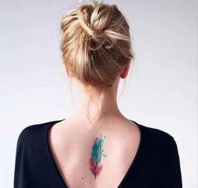 Watercolor feather tattoo. Instagram / piorko.o http://stayglam.com/life/51-watercolor-tattoo-ideas-for-women/