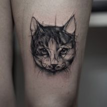 Adorable cat tattoo above knee https://www.instagram.com/p/BC0nKZWrHTd/