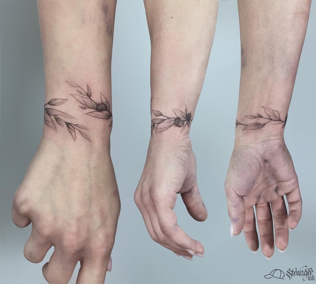 Wrist leaf bracelet tattoo for women